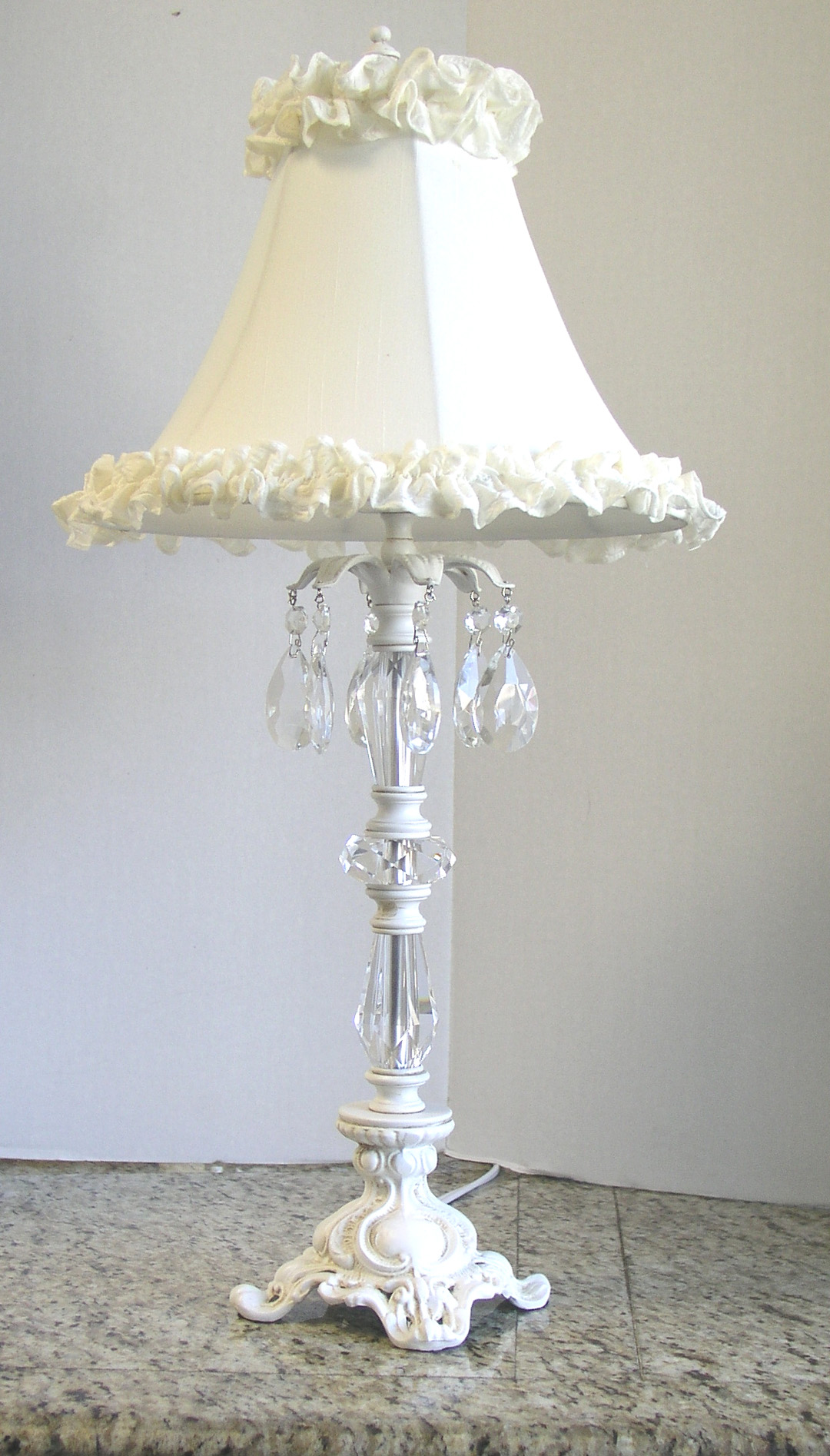 shabby chic lampen 5 lovely shabby chic lamps shabby. Black Bedroom Furniture Sets. Home Design Ideas